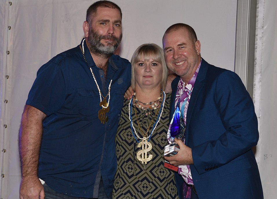 Steve and Ange Bevan receive the 2018 Think Water Franchise of the Year Award